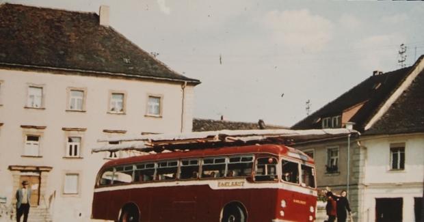 Red team bus