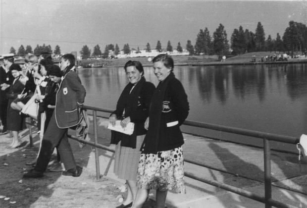 1961-Zona and Viv at Amsterdam