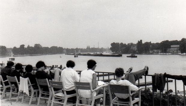 1962 barge trains queue up to pass the rowing course