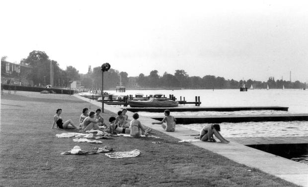 1962 team sunbathing
