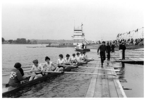 1963 Welsh Harp Regatta UU eight coming in to landing stage