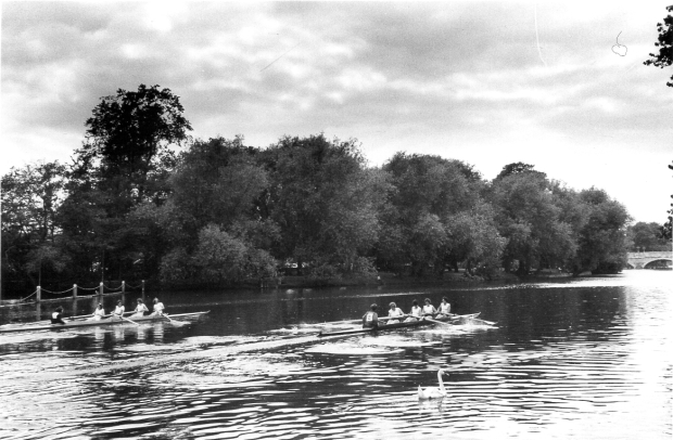 1964 Bedford Regatta UL beating UU by three quarters length