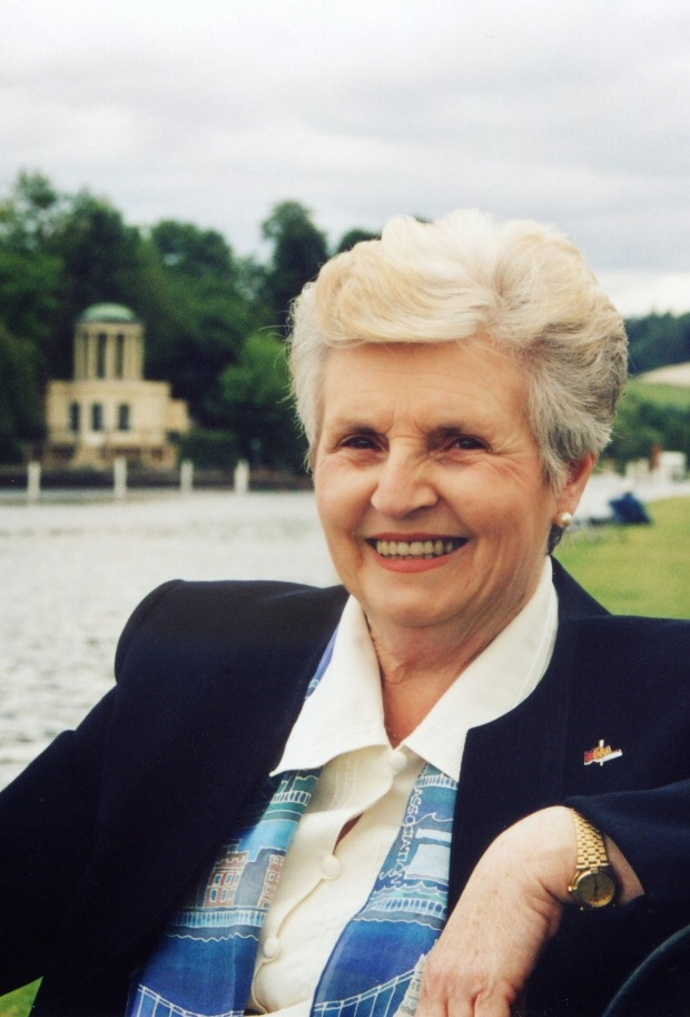 Di Ellis 2004