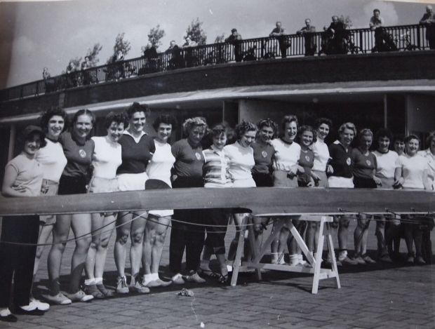 1954 GB and Russian women's rowing crews