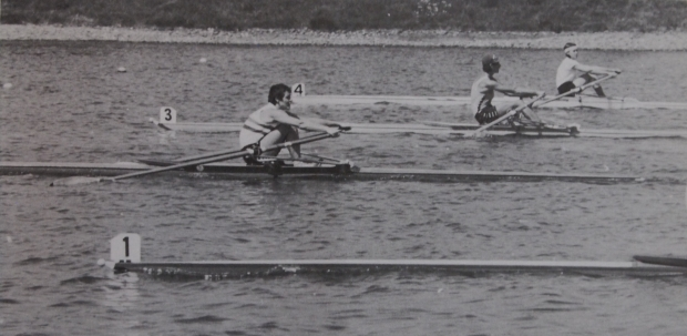 women's sculling race