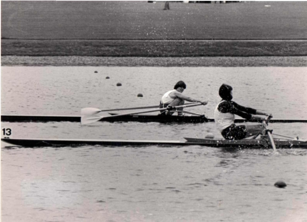 two women scullers racing