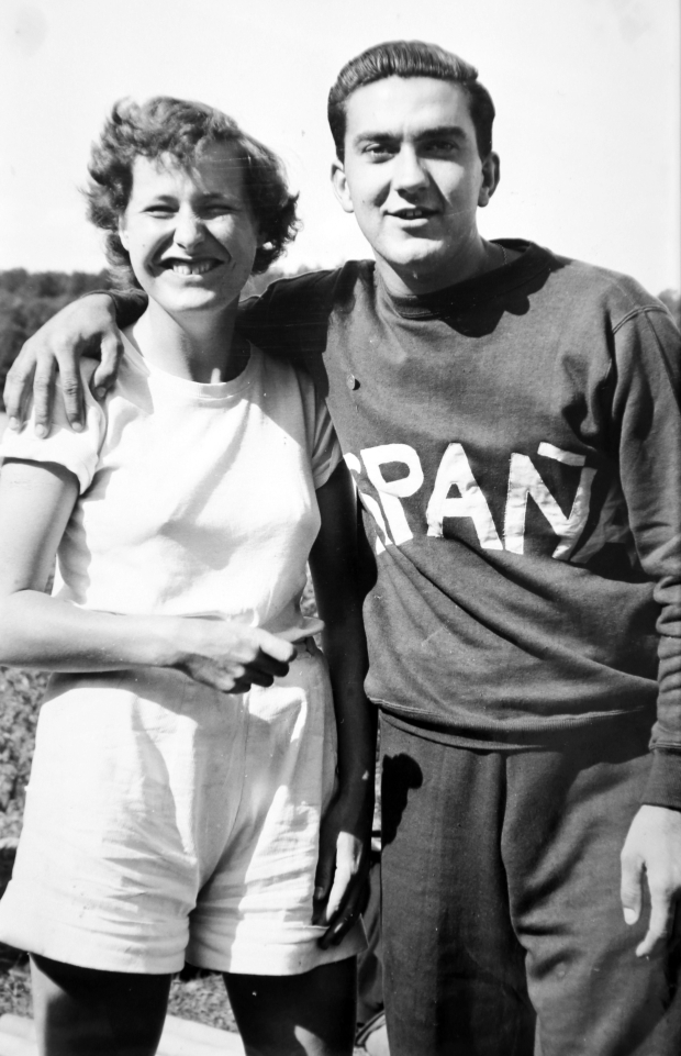 Judith Franklin and male rower with Espana on shirt
