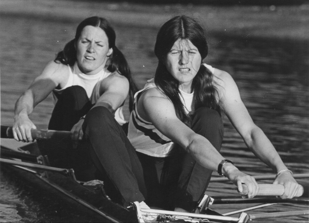 2 women rowing a pair