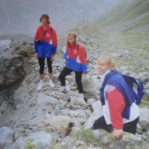 3 women up mountain