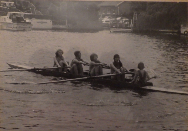 b/w girls in coxed four
