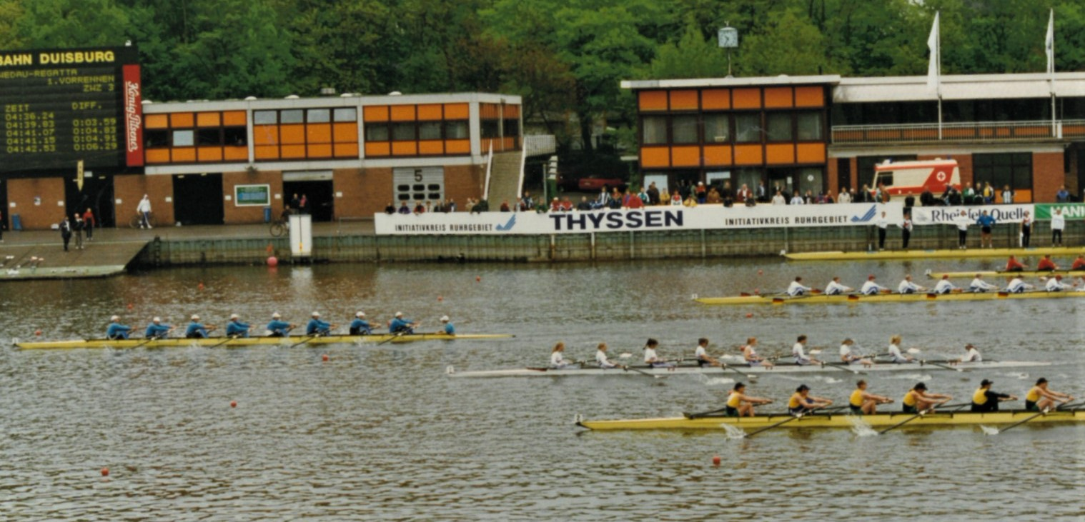 5 women's eights racing