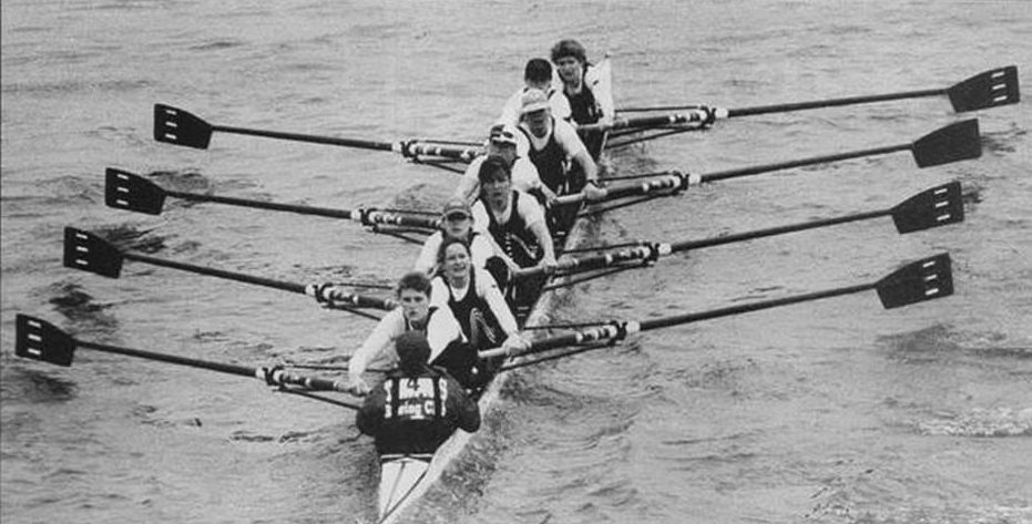 b/w Women's eight with Thames blades