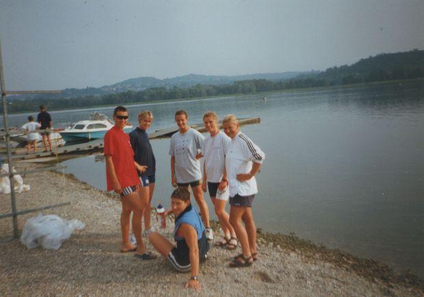 6 women by a lake