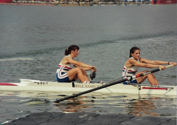Pair rowing with medals on