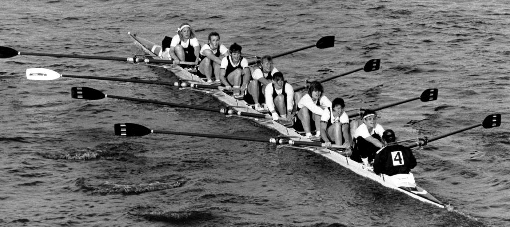 b/w photo of women's eight