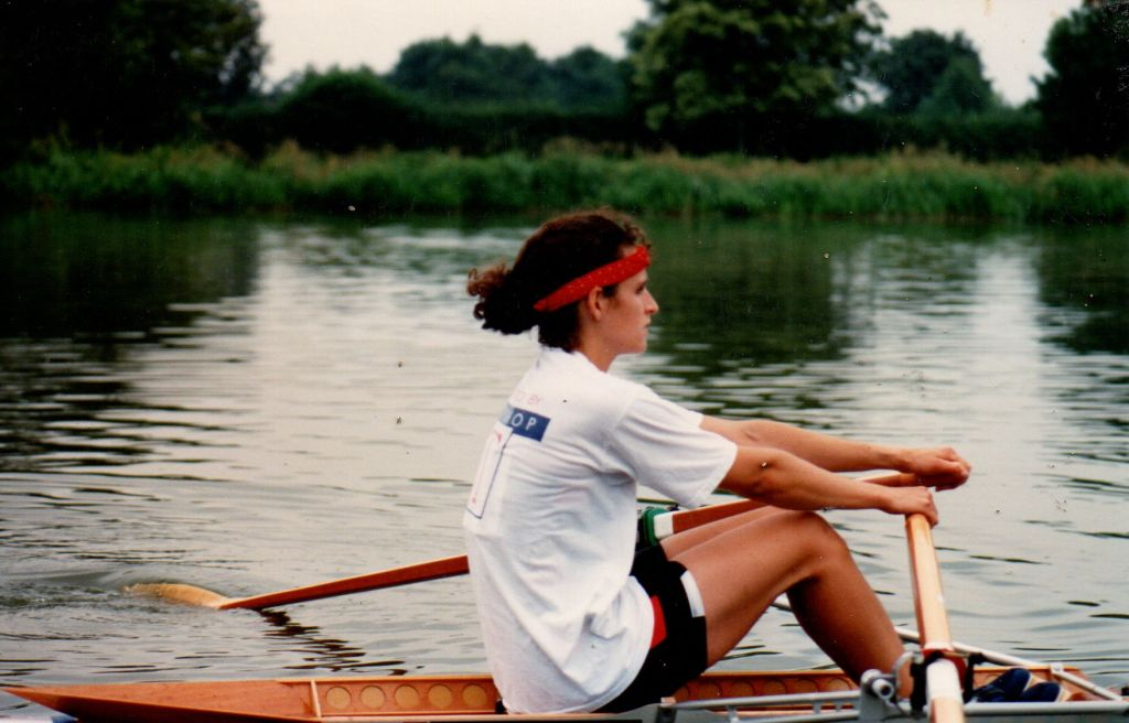 woman sculling in Top Shop t-shirt